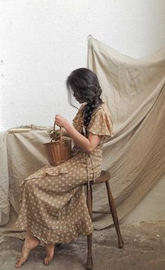Vintage Inspired Floral Dress / Vintage Inspired Dress / Porch Stories Dress Source by adoredvintage Dresses Vintage Inspired Dresses, Vintage Dresses, Tea Dresses, Floral Dresses, Floral Gown, Robes D'inspiration Vintage, Photography Poses, Fashion Photography, Friend Photography