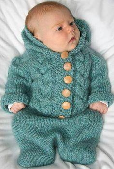 Düğmeli bebek örgü tulumu