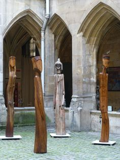 Wood sculptures by Niko http://entreetoblackparis.blogspot.fr/2013/03/africa-unlimited-at-cloitre-des.html