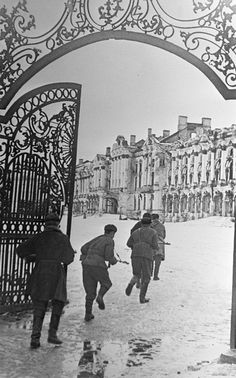 January 2, 1444. Soviet troops fighting in Pushkin near Leningrad, Russia.