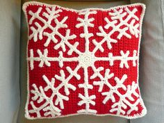 Red and White Snowflake Crochet Cushion... could also use felt for the snowflake