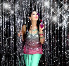 This is how YouTube beauty and fashion guru GlitterForever17 sparkles! Enter for your chance to win a $ 250 shopping spree here: http://www.rue21.com/en/sparkle.aspx