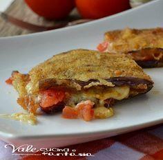 Melanzane impanate ripiene di pomodori e mozzarella golose filanti facili e con sapori e profumi mediterranei un piatto sostanzioso che piacerà a tutti