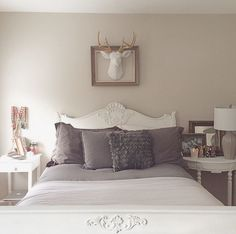 We love how @maceydooley has used The Alfred to decorate her bedroom! What a cozy looking space!