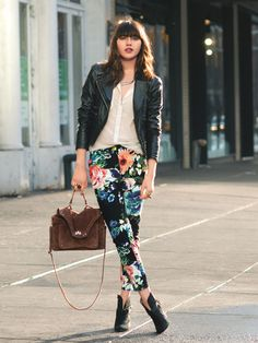 Black leather jacket or vest, white button up or white top, floral pants Floral Fashion, Love Fashion, Fashion Looks, Womens Fashion, Mode Style, Style Me, Casual Outfits, Cute Outfits, Floral Outfits