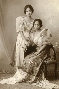 +~+~ Vintage Photograph ~+~+  Two young women from the Philippines during the Japanese occupation. 1943