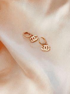 Ear Jewelry, Dainty Jewelry, Cute Jewelry, Gold Jewelry, Jewelery, Jewelry Accessories, Jewelry Design, Chanel Jewelry, Chanel Earrings