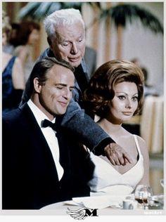 Mаrlon Brando, Charles Chaplin and Sophia Loren on the set of A Countess from Hong Kong 1965 #MarlonBrando
