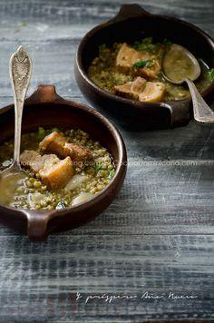 Sopa de guandules y cerdo asado
