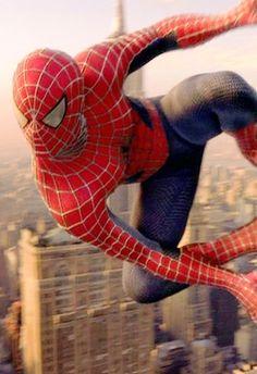 evolution costumes de super heros spiderman 2002   Evolution des costumes de super héros dans les films   x men wolverine thor superman super héro spiderman photo marvel Joker Iron Man image hulk costume captain america Batman