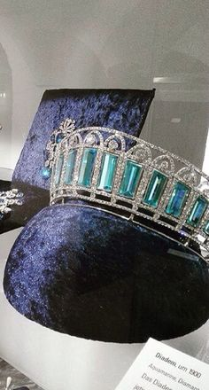 The aquamarine and diamond kokoshnik tiara was made in It is said to have… ♡♡♡I just love how the blue velvet can be seen through the last few on the right. Royal Crown Jewels, Royal Crowns, Royal Tiaras, Royal Jewelry, Tiaras And Crowns, Fine Jewelry, Antique Jewelry, Vintage Jewelry, Diamond Tiara