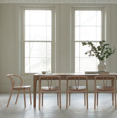 Ercol - Romana Expandable Dining Table - Lekker Home Pedestal Dining Table, Oak Dining Table, Dining Chairs, Room Chairs, Ercol Furniture, Modern Furniture, Furniture Design, Furniture Making, Expandable Dining Table