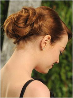 There is no doubt that bun hairstyles are the most suitable choice for women when attending formal affairs. Besides, it would never be inappropriate to wear the elegant bun hairstyles for daily look too. Side Bun Hairstyles, Pretty Hairstyles, Girl Hairstyles, Wedding Hairstyles, Hair Styles 2014, Curly Hair Styles, Beautiful Hairstyle For Girl, Emma Stone Hair, Elegant Bun
