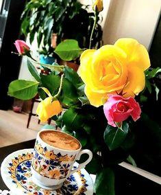 Coffee Vs Tea, Coffee Love, Coffee Cups, Tea Cups, Good Morning Cards, Good Morning Coffee, Flowers Gif, Breakfast Tea, Tea Sandwiches