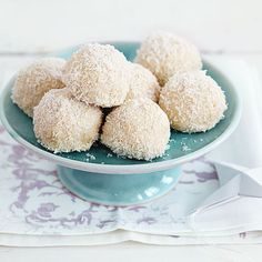 coconut balls with almonds - Recipes - Free, Easy and Delicious ideas Fruit Smoothies, Smoothie Recipes, Cookies, Biscuits, Cheesecake, New Fruit, Food Items, Fruits And Veggies, Vanilla Cake