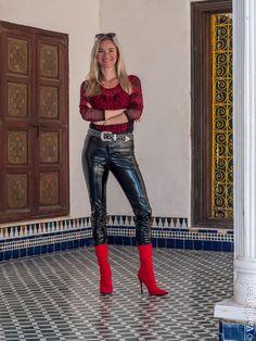 Faux leather pants made by Christina Striewski vanilla pearl for Arcanum Fashion - Damenmode Pantalon Vinyl, Vinyl Leggings, Vinyl Clothing, Red Boots, Faux Leather Pants, Black Dress Pants, Fashion Models, Fashion Trends, Zapatos