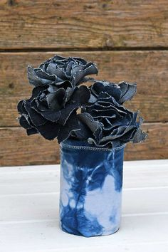 Make some gorgeous Shibori indigo planters using just tin cans and repurposed socks. No sewing needed to make these cool indigo plant covers. Indigo Plant, Indigo Dye, Cream Curtains, Shibori Fabric, Shibori Techniques, Plant Covers, Turn Blue, Tin Cans, Plastic Sheets