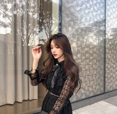 Image may contain: 1 person, standing and indoor Pretty Korean Girls, Cute Korean Girl, Pretty Asian, Asian Girl, Ulzzang Fashion, Korean Fashion, Korean Beauty, Asian Beauty, Ulzzang Korean Girl