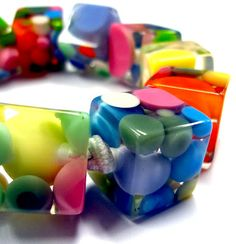 Beautiful resin cube bracelet, filled with lots of colors!