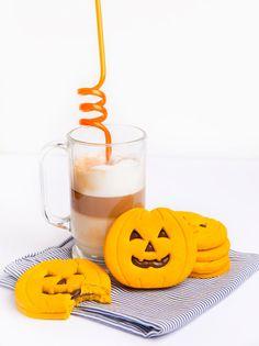 Pumpkin cookies stuffed with chocolate Halloween Desserts, Halloween Cupcakes, Halloween Decorations, Halloween 2020, Spooky Halloween, Happy Halloween, Halloween Party, Baby Shower Cupcakes, Fun Cupcakes
