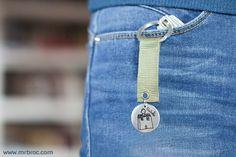 Broc llavero de plata personalizado con dibujos modelo badge. #Ideas #DíadelPadre #regalospersonalizados
