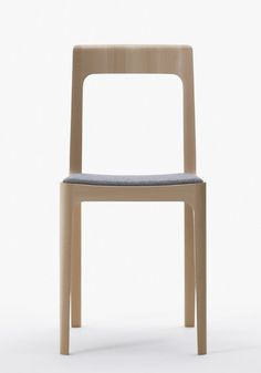 Small Hiroshima Chair by Naoto Fukasawa Blue Dining Room Chairs, Farmhouse Dining Chairs, Outdoor Dining Chairs, Accent Chairs For Living Room, Office Chairs, Lounge Chairs, Zen Furniture, Furniture Design, Kids Folding Chair