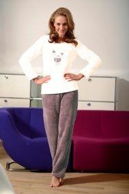 Gruba, ciepła, mięsista piżama wykonana z materiału typu soft.