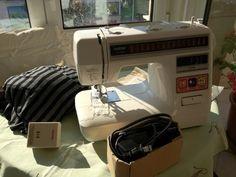 Existem várias marcas de máquinas de costura, mas todas têm em comum o facto de precisarem de uma boa manutenção. Quer costuremos muito, qu...