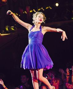 Taylor Swift- my role model(love her dress!!)