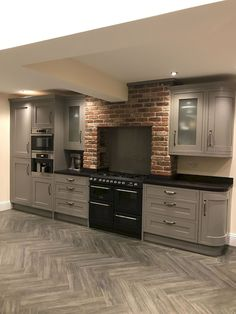 20 Shaker Style Kitchens Grey Cabinets Trends, Ideas & How to Design B&q Kitchens, Howdens Kitchens, Black Kitchens, Shaker Style Kitchen Cabinets, Shaker Style Kitchens, Kitchen Cabinet Styles, Kitchen Flooring, Kitchen Countertops, Kitchen Island