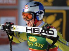Der Norweger Aksel Lund Svindal schreit seine Freude nach seinem Doppelsieg nur so heraus. Erst gewann er im kanadischen Lake Louise die Abfahrt und einen Tag später den Super G. (Foto: Mike Sturk/dpa)
