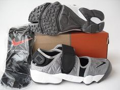 Nike Rift Shoes Nike Air Rift Grey Black White [Nike Air Rift - The grey upper of the Nike Air Rift Grey Black White shoes is very soft for your feet. Characterized with black Nike swoosh and straps, these shoes look very cool. Black And White Shoes, White P, Nike Air Rift, Sports Shoes, White Nikes, Balenciaga, Nike Shoes, Nike Women, Grey