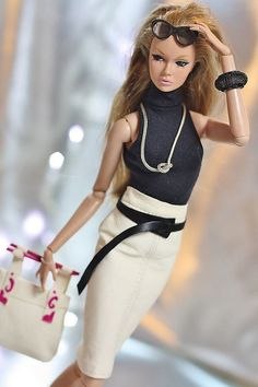 Our wood-based barbie dolls house series has got a scope of the police chase different styles and sizes, our wood-based barbie dolls holds are delightfully illustrated inside and outside. Fashion Dolls, Fashion Royalty Dolls, Barbie Mode, Barbie And Ken, Barbie Fashionista, Barbie Dress, Barbie Clothes, Manequin, Barbie Vintage
