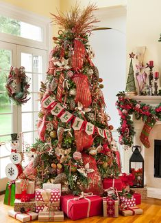 50 Christmas Decoration Ideas You Should Know for a Merry Christmas | Tags: christmas table decoration ideas, christmas decoration ideas diy, christmas decoration ideas for office, christmas decoration items, christmas party decoration ideas.   #christmasdecorations #christmastreats #diychristmasornaments #christmaswreath #christmasideas #xmasdecorations #christmasstuff
