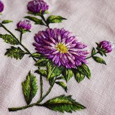 Throwback to this aster flower because it's finally starting to feel like spring. Hand Embroidery Projects, Hand Embroidery Dress, Simple Embroidery, Embroidery Fashion, Handkerchief Embroidery, Embroidery Needles, Hand Embroidery Stitches, Embroidery Techniques, Embroidery Stitches