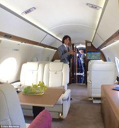 Se você estiver viajando em um grupo vale a pena olhar para um vazio perna em um serviço de jato particular, pois ele pode trabalhar fora mais barato do que reserva várias passagens aéreas do orçamento, afirma o Sr. Macheras