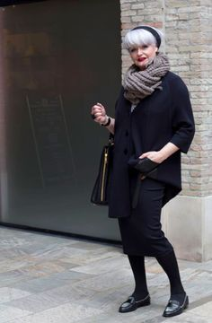 Christien is, net als ik, een groot liefhebber van de kleding van COS.In die winkel treffen we elkaar dan ook. Lucy was ook bij de opening van de pilot store van Marcha Hüskes aan de Denneweg in Den Haag.  Anderen bekeken ook: Snelle kiekjes tijdens Meesterlijk Design & A... Ingeborg Kalkers – Amsterdam Chisa …