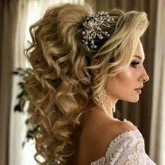 Best Ideas For Wedding Hairstyles : Featured Hairstyle: Websalon Wedding, Anna Komarova; Loose Hairstyles, Bride Hairstyles, Headband Hairstyles, Unique Wedding Hairstyles, Creative Hairstyles, Hairstyle Wedding, Quinceanera Hairstyles, Elegant Wedding Hair, Trendy Wedding