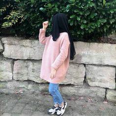 Pinterest: @adarkurdish Hijabi Girl, Girl Hijab, Hijab Outfit, Denim Outfit, Muslim Fashion, All Fashion, Hijab Fashion, Womens Fashion, Snap Girls
