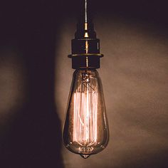 Las lámparas de estilo industrial son la tendencia este año, fáciles de adaptar a cualquier habitación de tu hogar.