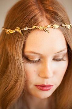 Tocado de novia de Mignonne Handmade, http://mignonnehandmade.com/