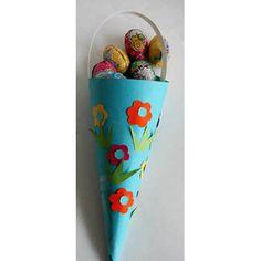 Cornet pour les oeufs de Paques. Il est décoré de fleurs découpées et collées ou de gommettes. Sa réalisation est rapide et facile pour les enfants.