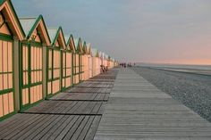 Deauville chemin de planches Falaise Etretat, British Seaside, Beach Boardwalk, England, Ten, Lonely Planet, Beautiful Places, Places To Visit, Vacation
