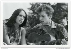 Chanteurs & Musiciens - Singers JOAN BAEZ & BOB DYLAN POSTCARD Guitar 1963 Civil Rights March Washington DC - 20441