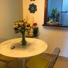 Mesa Tulipa Saarinen tampo de mármore Espirito Santo e base branca para combinar #mesadejantar #saarinen Mesa Saarinen, Dining Table, Base, Table Decorations, Furniture, Home Decor, Tulip Table, Marble Top, Dinning Table