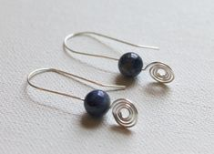 Free tutorial: Wire Spiral Drop Earrings - Learn how to make wire earrings that are elegantly understated with this wire jewelry tutorial.