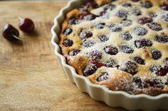 Cherry Clafoutis Savoury Dishes, Food Dishes, Cherry Clafoutis, Muffin, Pie, Breakfast, Desserts, Recipes, Torte