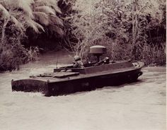 "LSSC ""Light Seal Support Craft"" au 1/35 - DRAGON Brown Water Navy, Pt Boat, Steam Boats, Vietnam War Photos, Fast Boats, Green Beret, War Image, United States Navy, Vietnam Veterans"