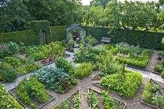 Birgit Helbo's potager in Egeskov, Denmark | Kitchen #garden | jardin potager | bauerngarten | köksträdgård