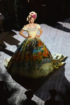 See all the Collection photos from Dolce & Gabbana - Alta Moda Autumn/Winter 2015 Couture now on British Vogue Runway Fashion 2015, Fashion Wear, Fashion Show, Domenico Dolce & Stefano Gabbana, Italian Fashion Designers, Midsummer Nights Dream, Modern Fashion, Ball Gowns, Glamour